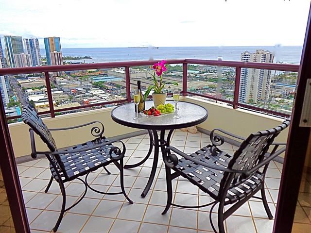 Imperial Plaza condo #3101, Honolulu, Hawaii - photo 1 of 23