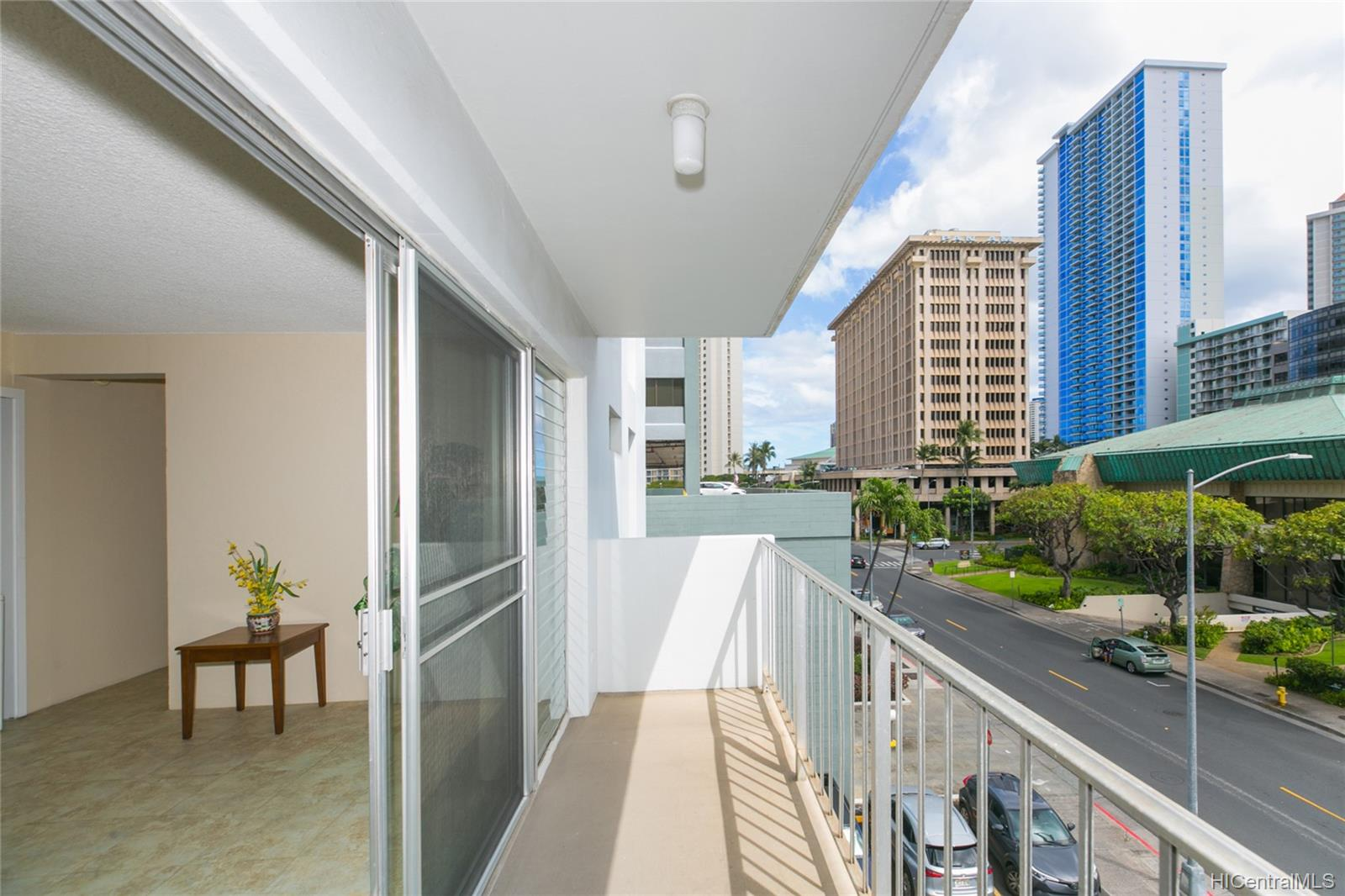 Coty Tower condo # 403, Honolulu, Hawaii - photo 2 of 21