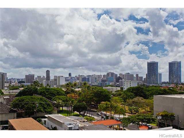 Pacific Manor condo #802, Honolulu, Hawaii - photo 1 of 10