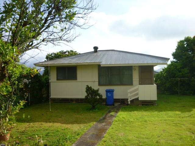79  Makaweo Ave Wahiawa Area, Central home - photo 7 of 10