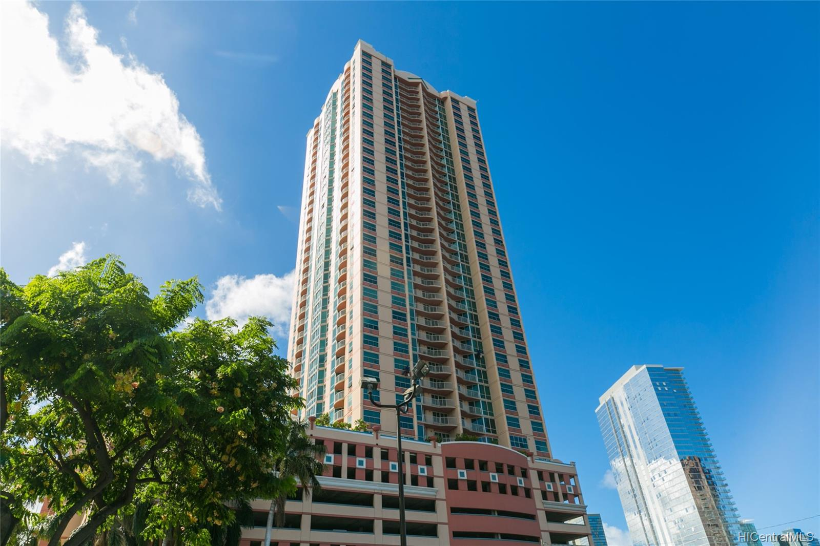 One Archer Lane condo # 1402, Honolulu, Hawaii - photo 1 of 25
