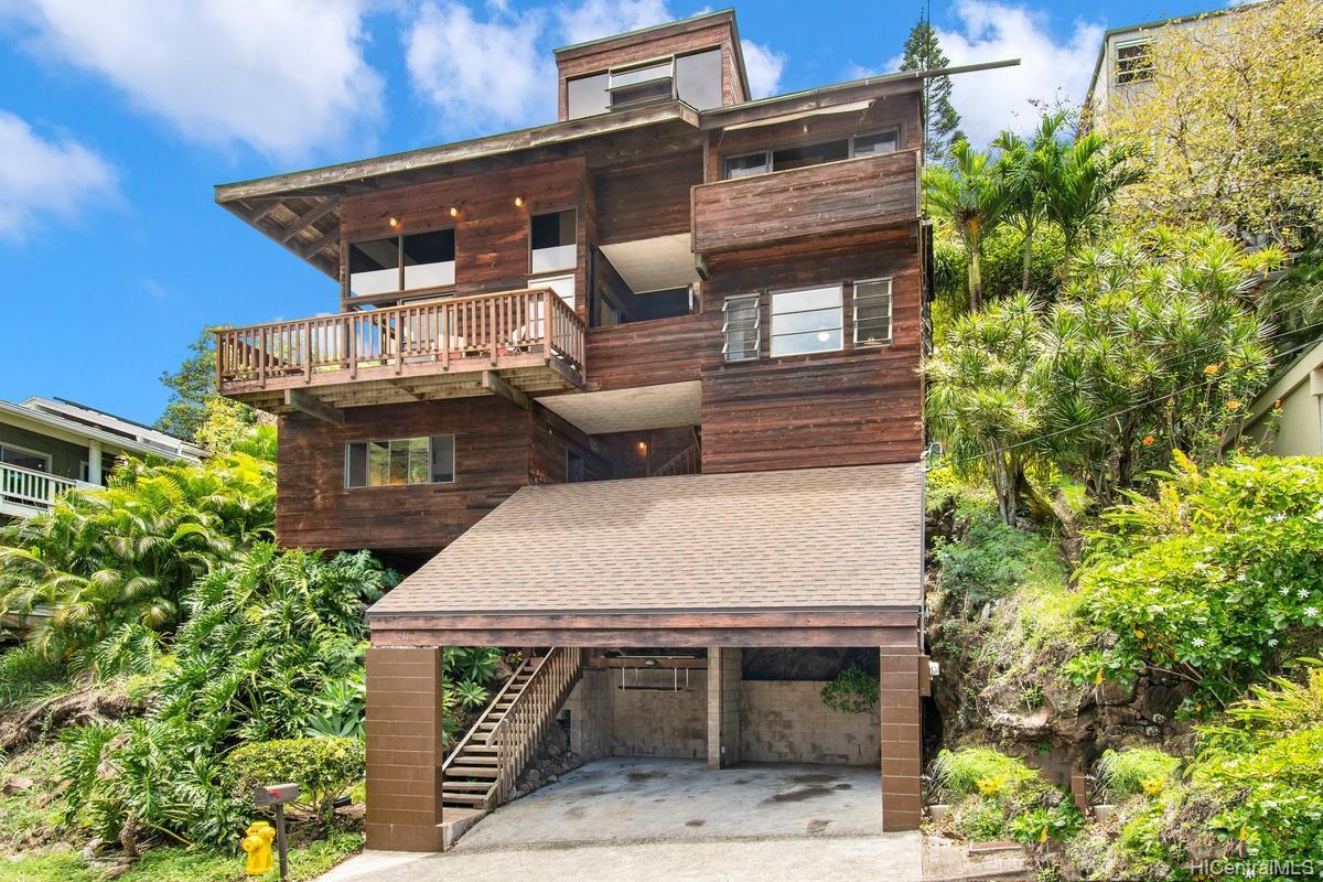 811  Ekoa Place Aina Haina Area, Diamond Head home - photo 2 of 25
