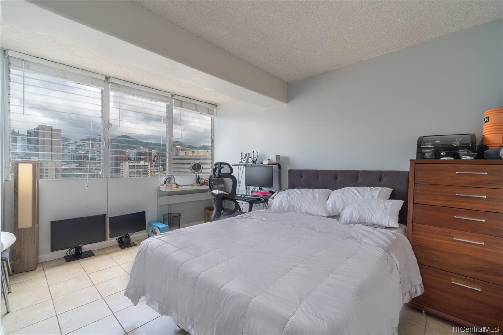 King Manor condo # 1402, Honolulu, Hawaii - photo 7 of 18