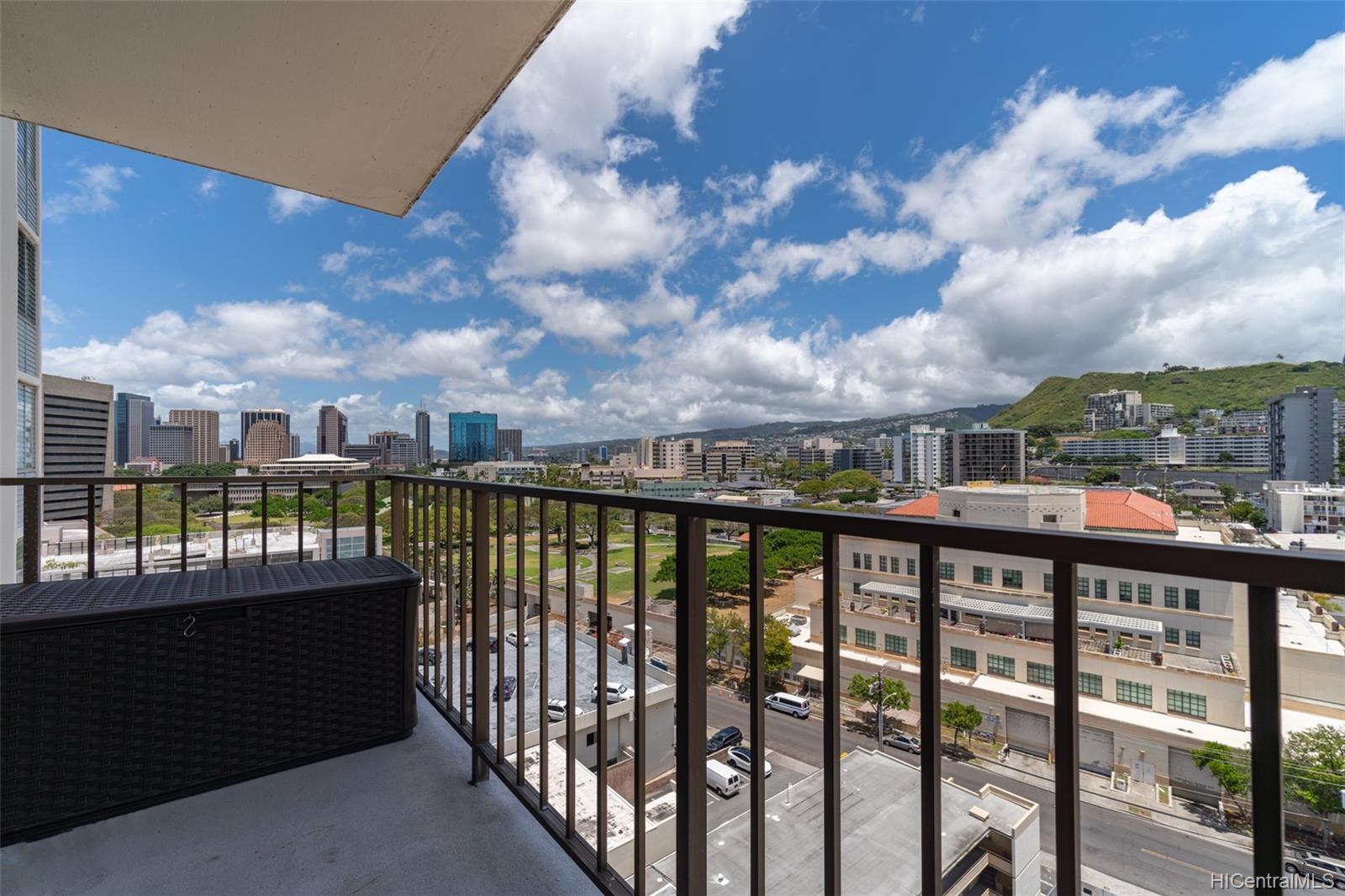 King Manor condo # 1402, Honolulu, Hawaii - photo 9 of 18