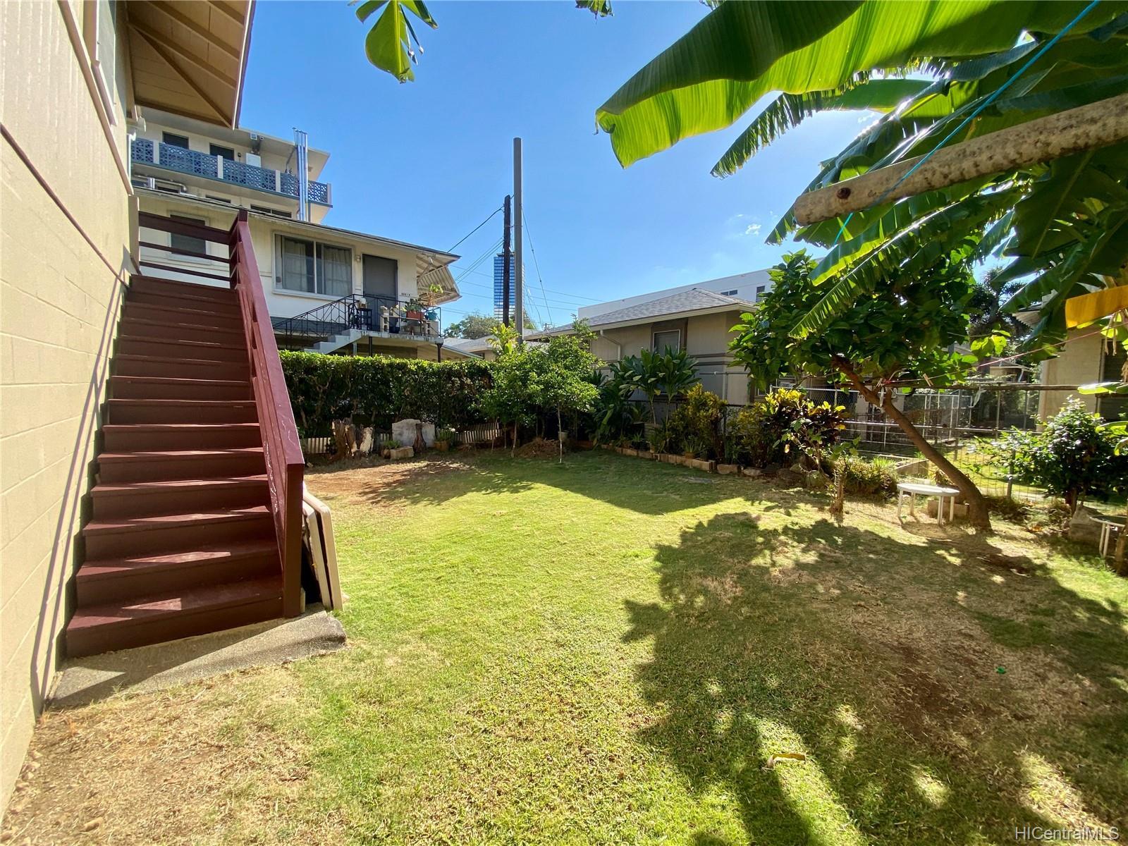834 Pumehana Street Honolulu - Multi-family - photo 6 of 8
