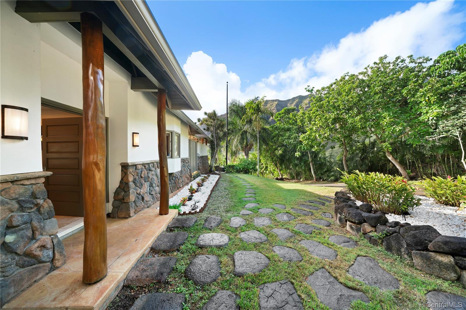 84-1300  Maunaolu Street Makaha, Leeward home - photo 19 of 21