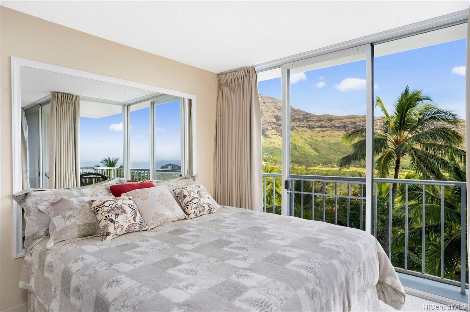 Makaha Valley Towers condo # 421, Waianae, Hawaii - photo 4 of 15