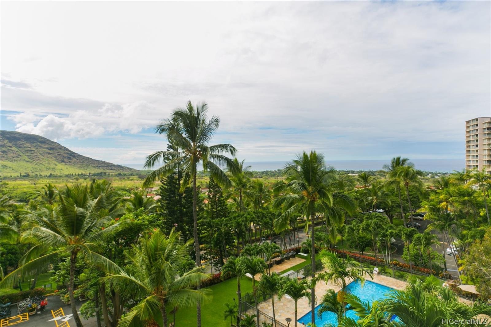 Makaha Valley Towers condo # 423, Waianae, Hawaii - photo 4 of 25