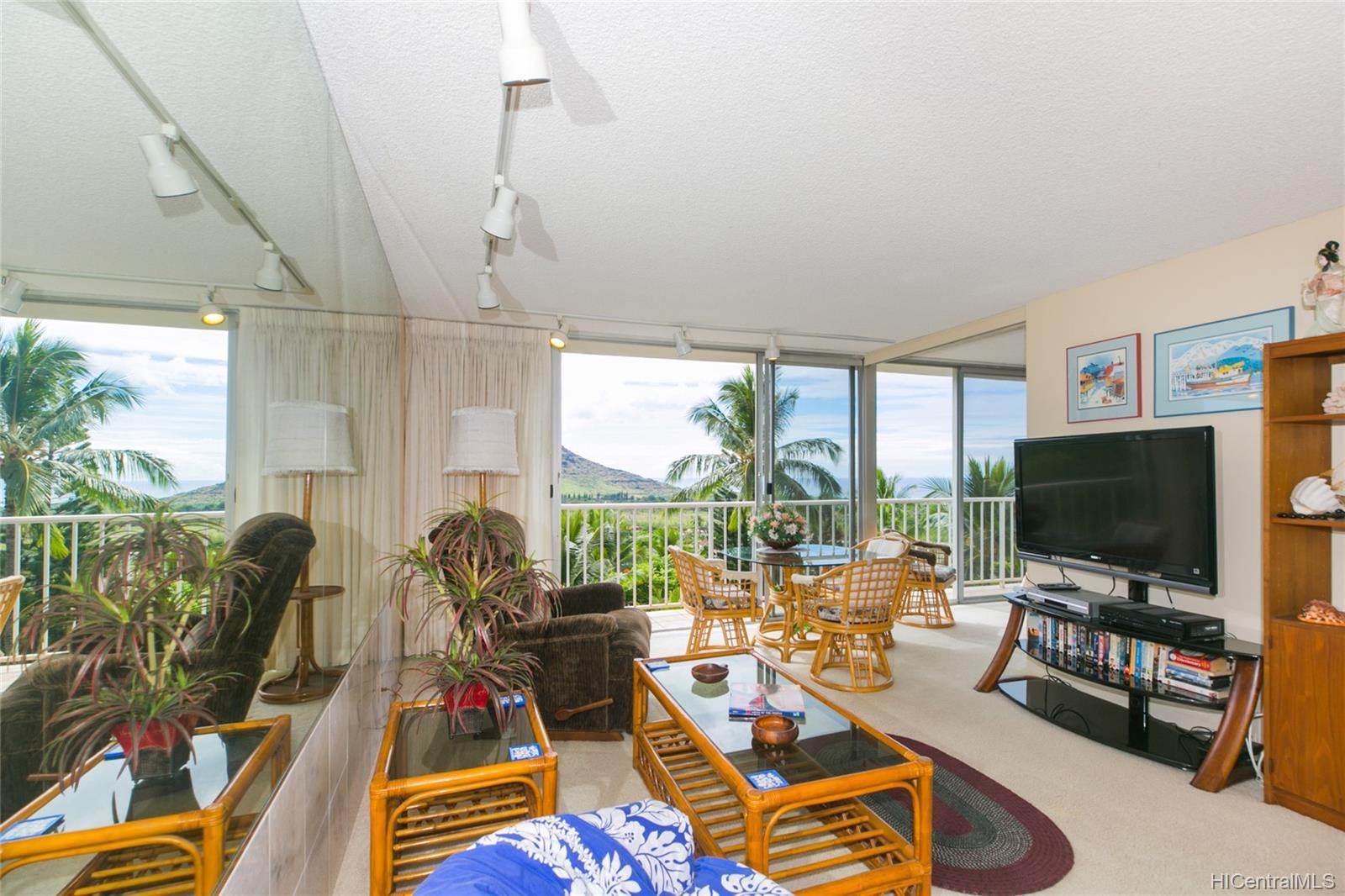 Makaha Valley Towers condo # 423, Waianae, Hawaii - photo 8 of 25