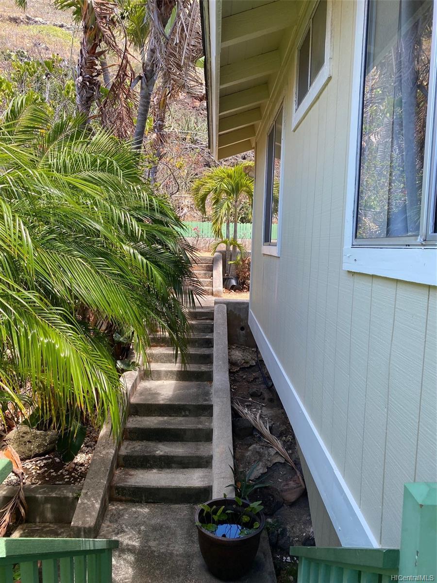 856  Kealahou St Kalama Valley, Hawaii Kai home - photo 8 of 11