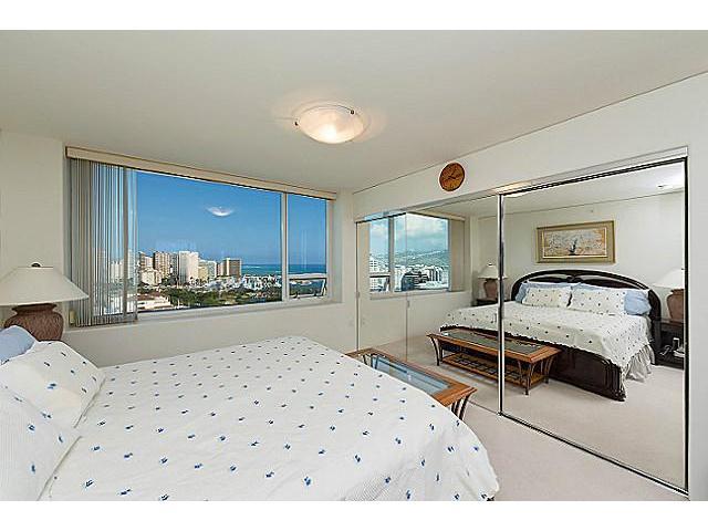 Hawaiki Tower condo # 2704, Honolulu, Hawaii - photo 8 of 20