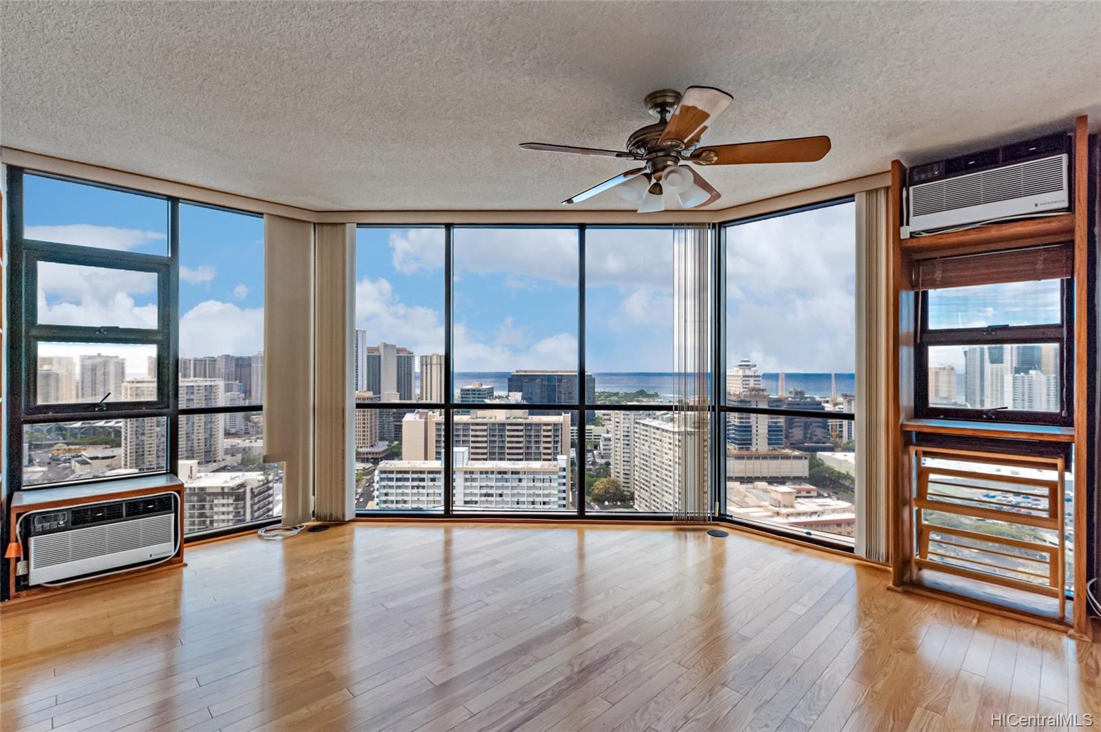 Hale Kaheka condo # 3101, Honolulu, Hawaii - photo 1 of 18