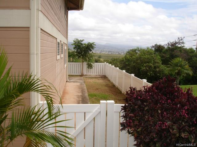 Waipio Gentry Community Assocation townhouse # R101, Waipahu, Hawaii - photo 2 of 14