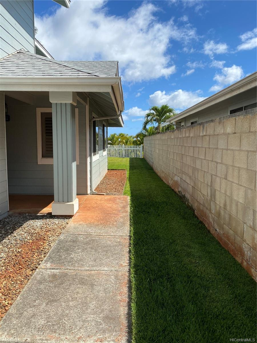 94-1033  Pulelo Street Waikele, Waipahu home - photo 4 of 25
