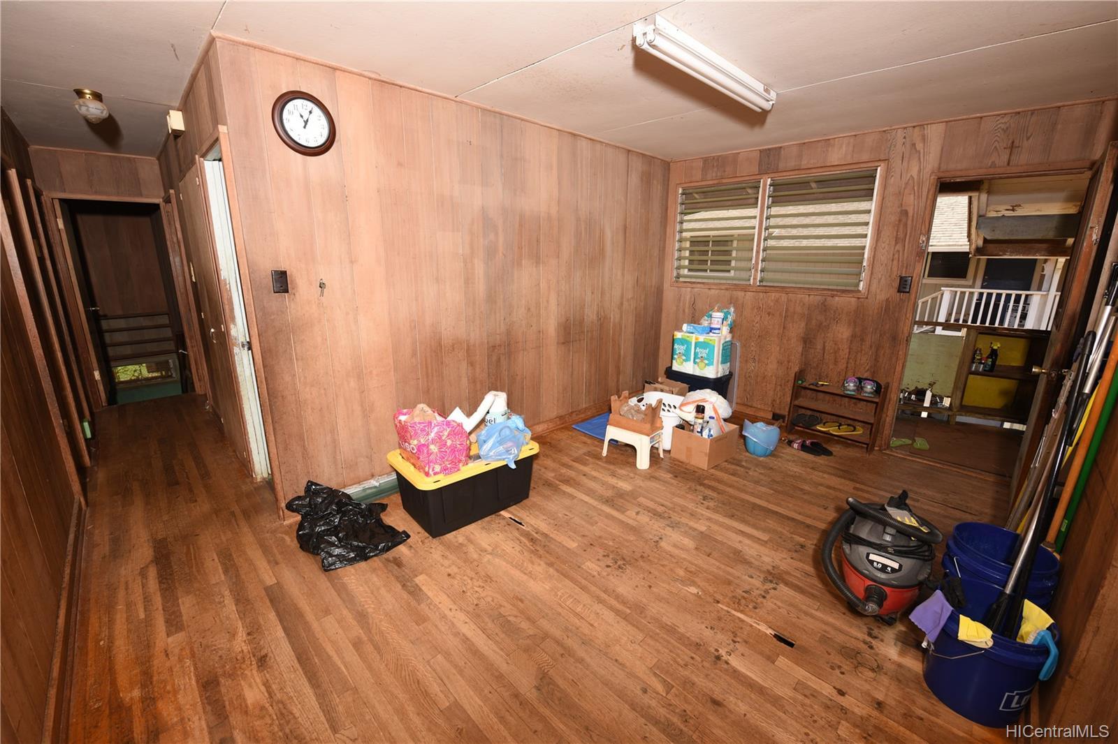 94-1063  Nalii Street Waipahu-lower, Waipahu home - photo 2 of 23