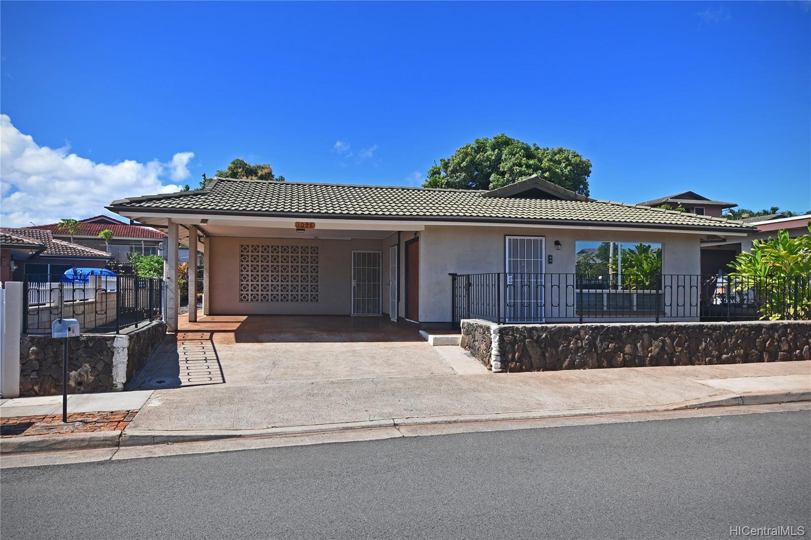 94-1098  Hoomakoa Street Waipahu Estates, Waipahu home - photo 6 of 20
