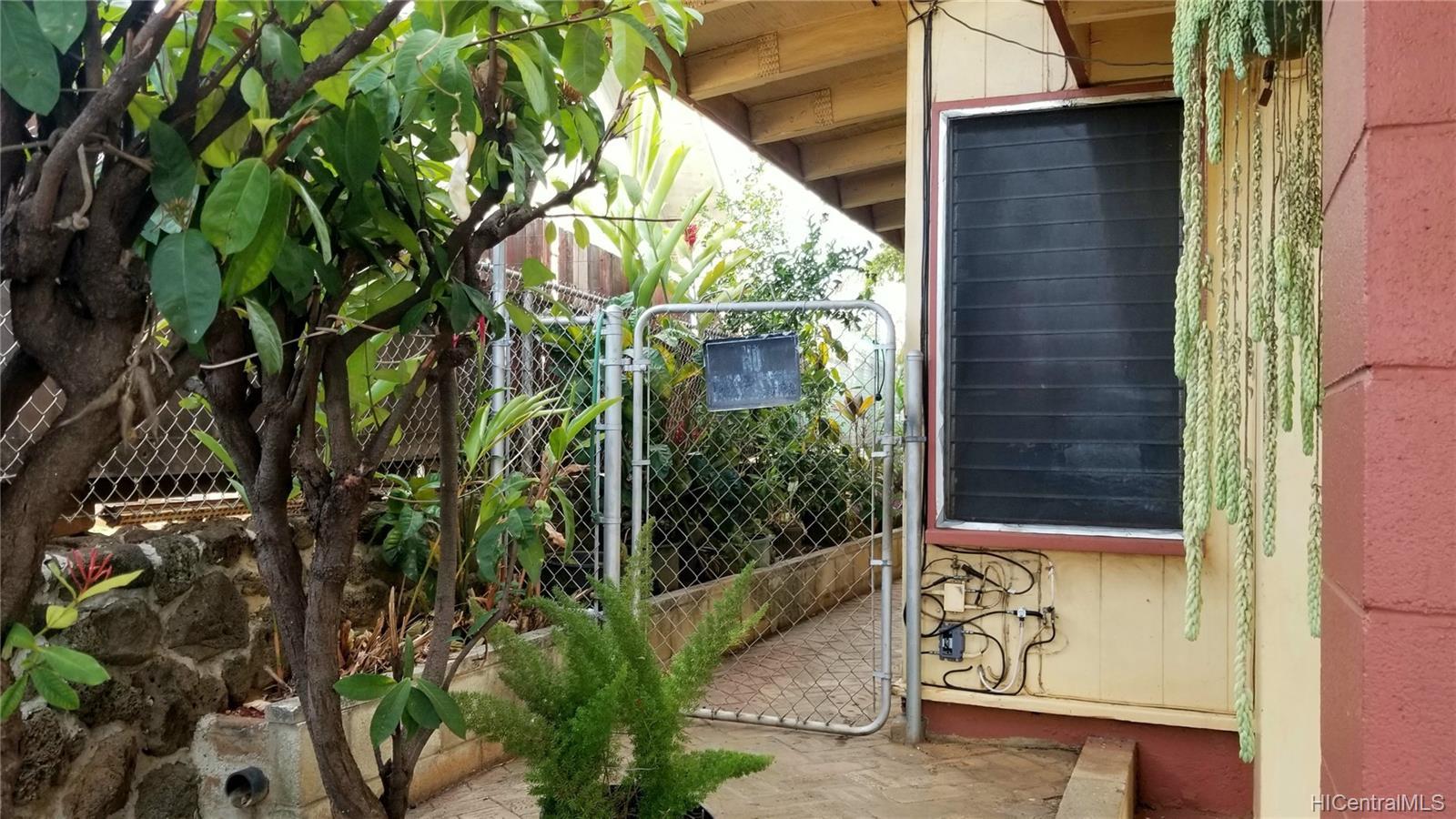 94-144  Awanui Street Waipahu-lower, Waipahu home - photo 5 of 21