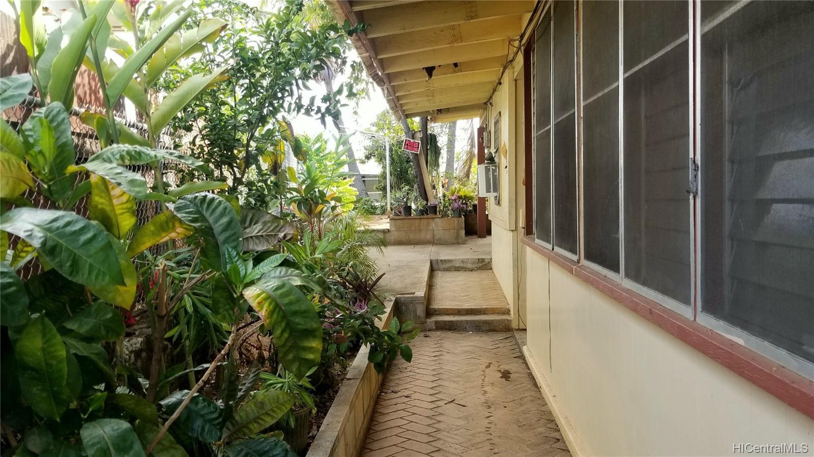 94-144  Awanui Street Waipahu-lower, Waipahu home - photo 6 of 21