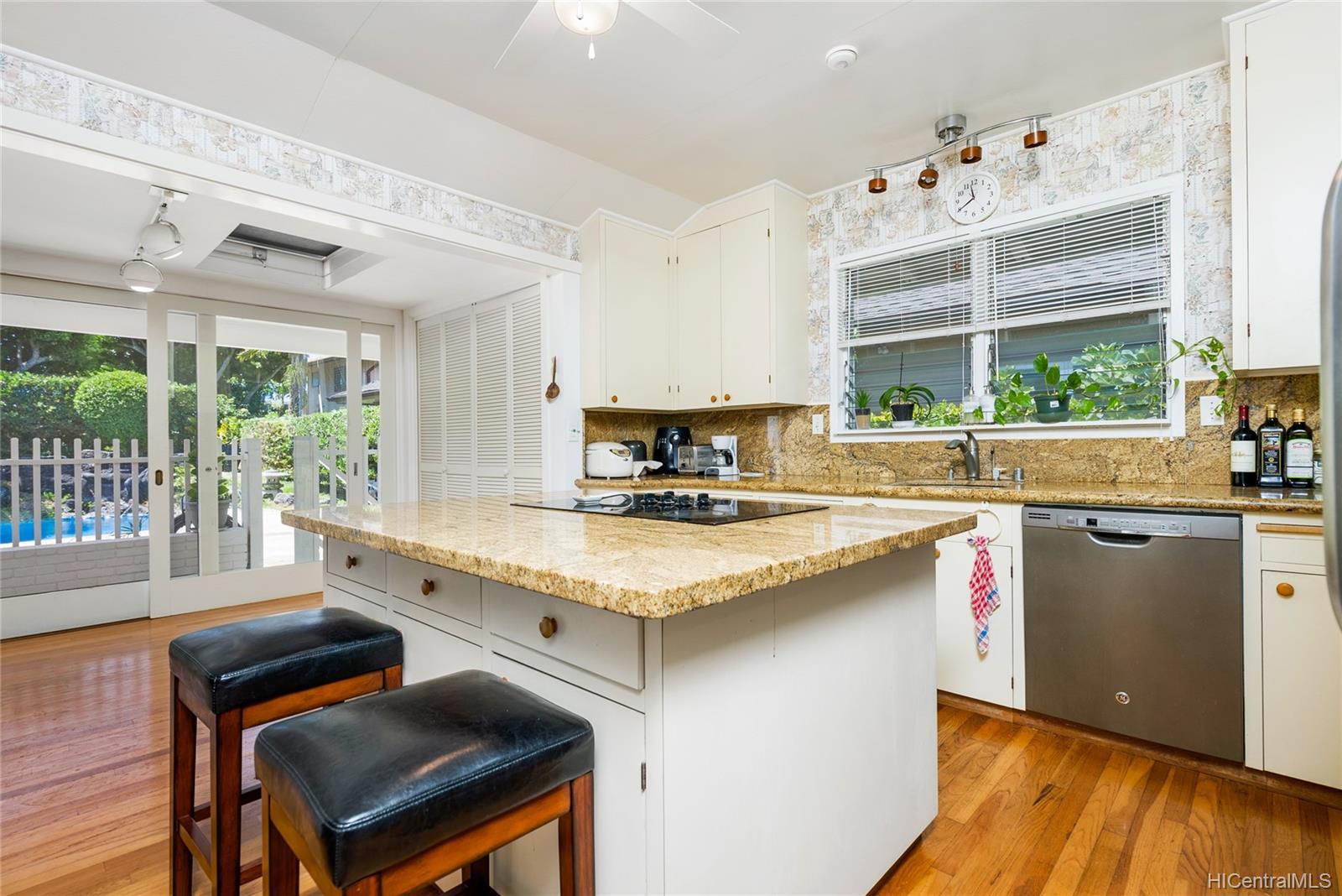 944  Koloa Street Kahala Area, Diamond Head home - photo 11 of 25