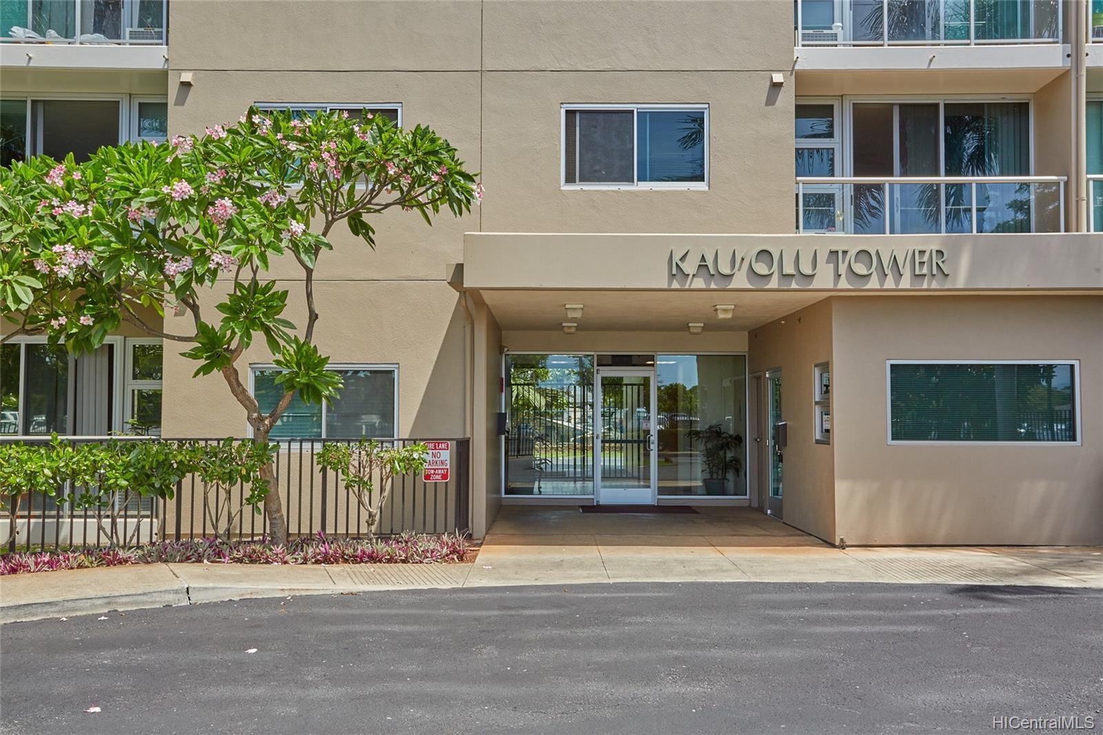 Plantation Town Apartments condo # 913, Waipahu, Hawaii - photo 2 of 16