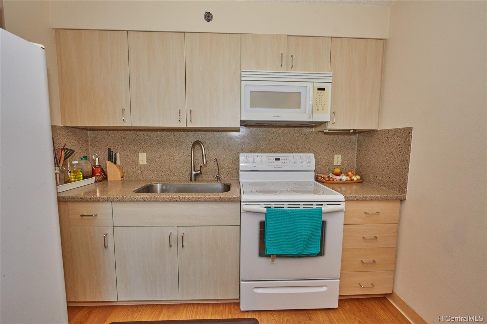 Plantation Town Apartments condo # 913, Waipahu, Hawaii - photo 4 of 16
