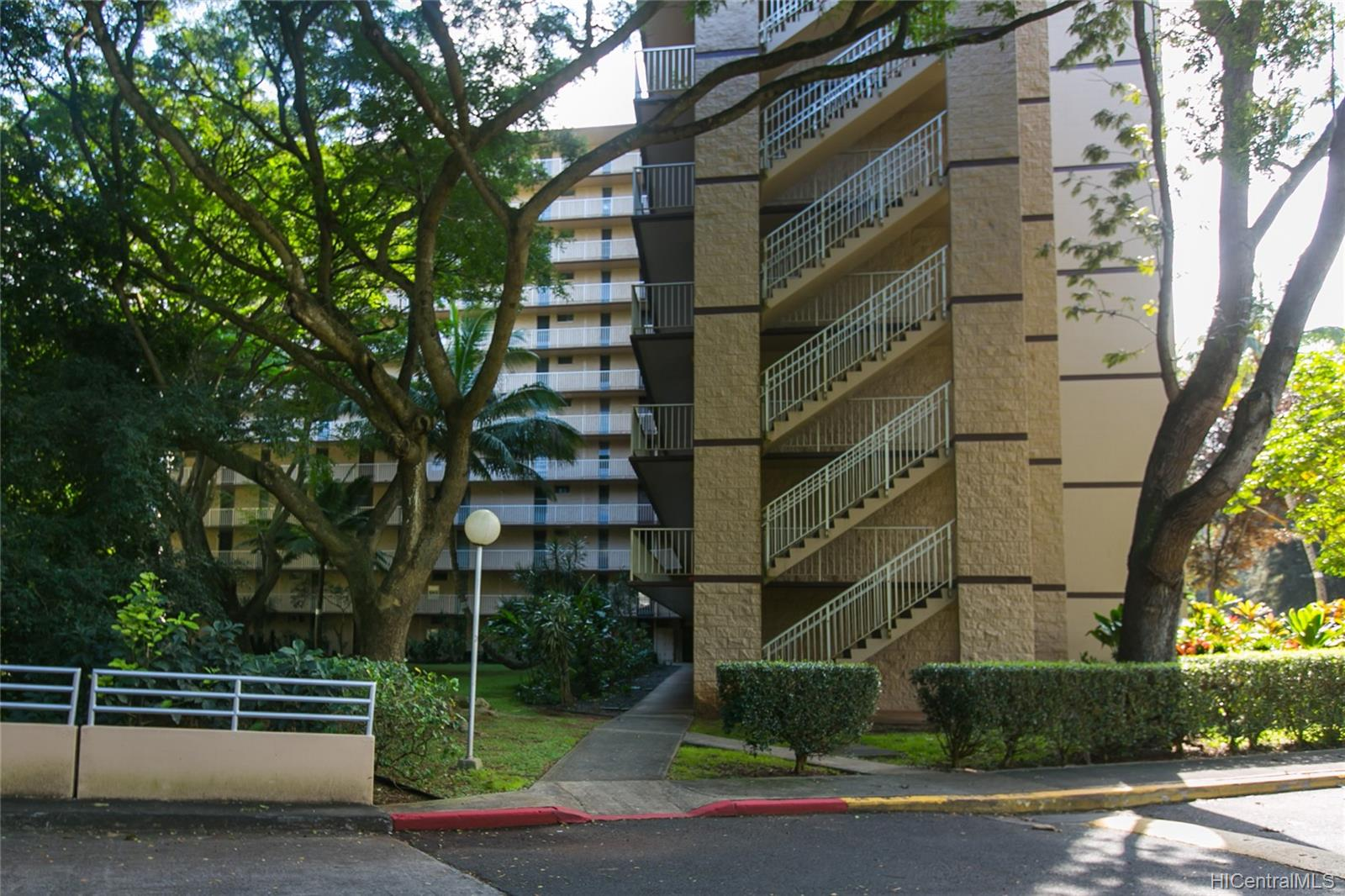 Waikalani Woodlands condo # D306, Mililani, Hawaii - photo 18 of 25