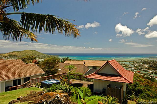 976  Kaahue St Mariners Ridge, Hawaii Kai home - photo 1 of 10
