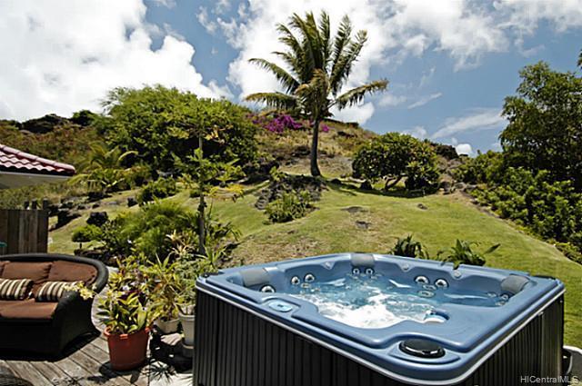 976  Kaahue St Mariners Ridge, Hawaii Kai home - photo 9 of 10