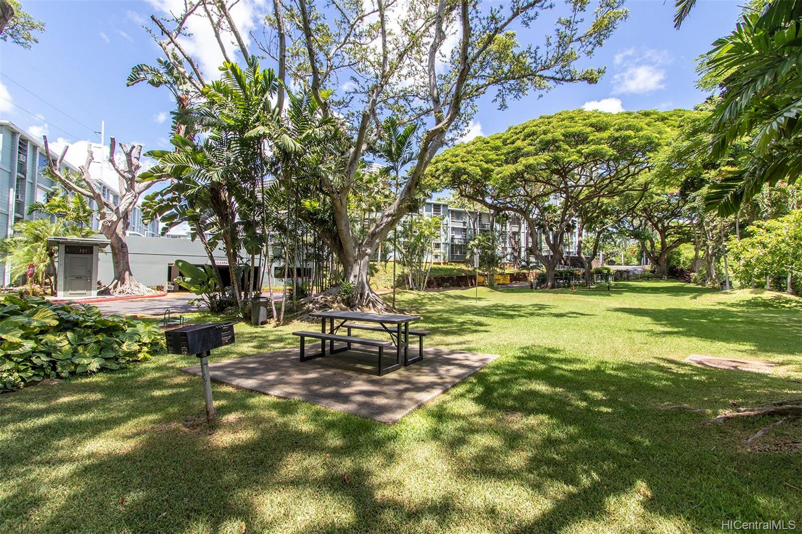 Pearl Ridge Gdns & Twr condo # 7-502, Aiea, Hawaii - photo 21 of 24