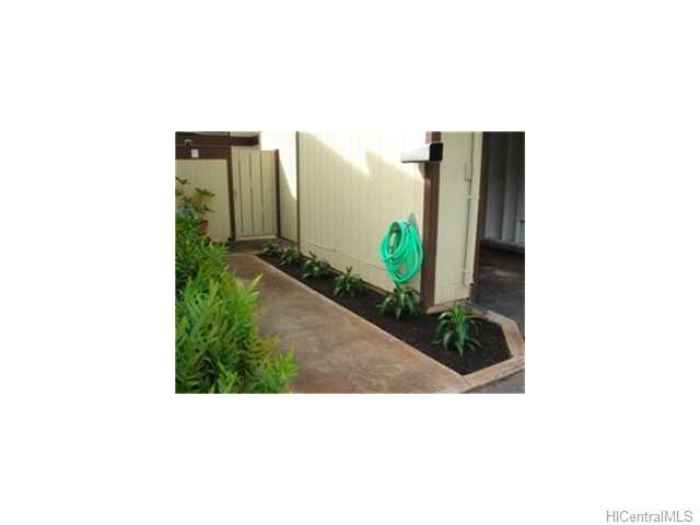Hillside Terrace 2 condo #E, Aiea, Hawaii - photo 1 of 10
