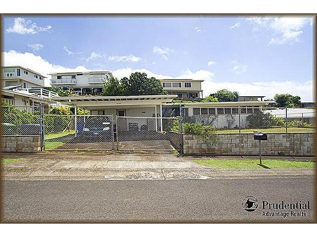 98-1250 Neki St Aiea Heights, Aiea home - photo 1 of 11