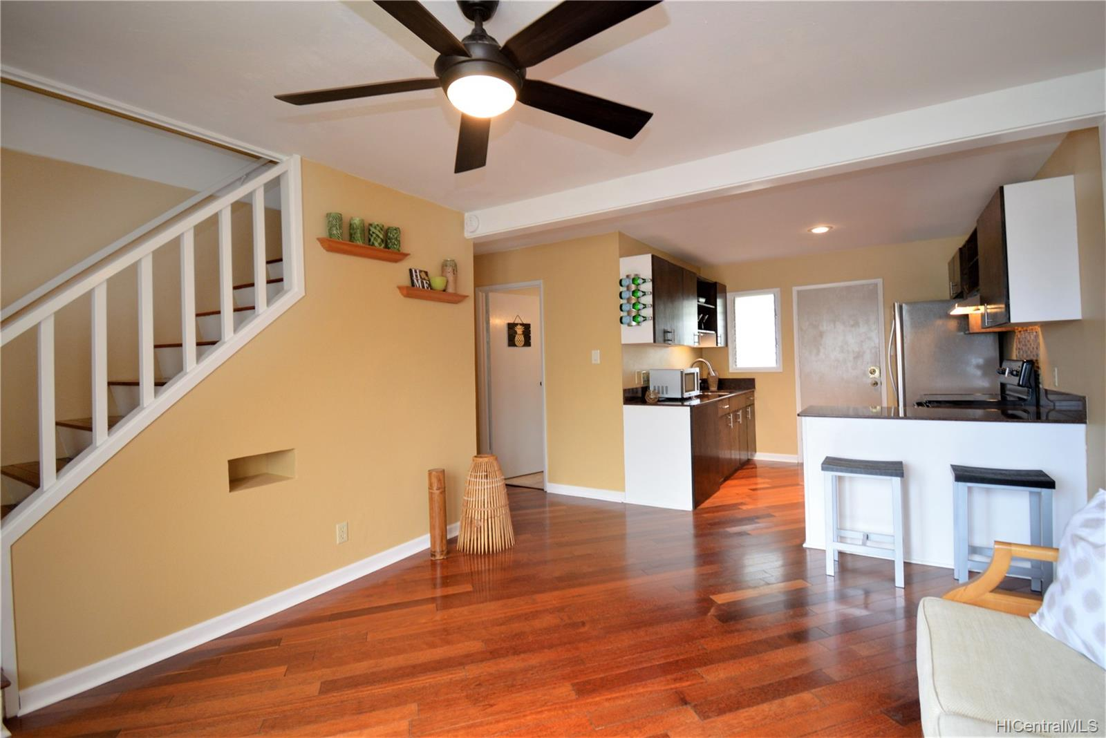 98-1397 Hinu Place townhouse # D, Pearl City, Hawaii - photo 2 of 25