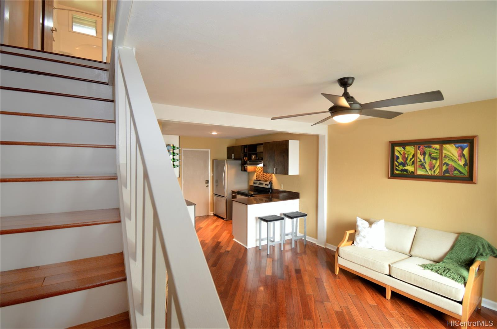 98-1397 Hinu Place townhouse # D, Pearl City, Hawaii - photo 3 of 25