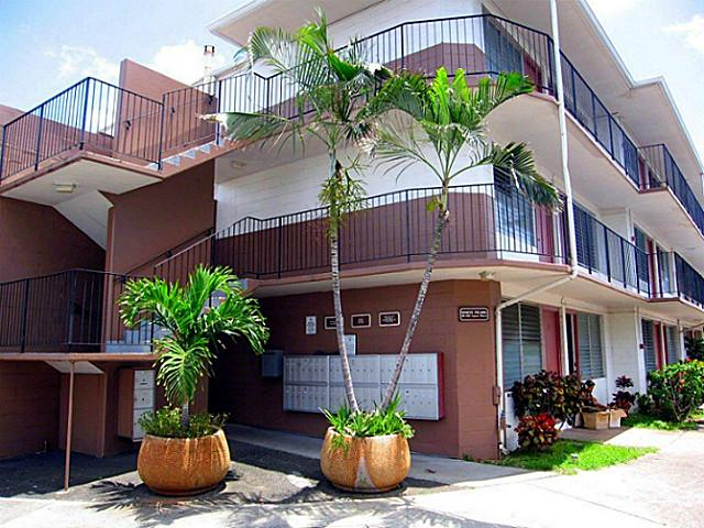 White Pearl Apts condo #306, Aiea, Hawaii - photo 1 of 11
