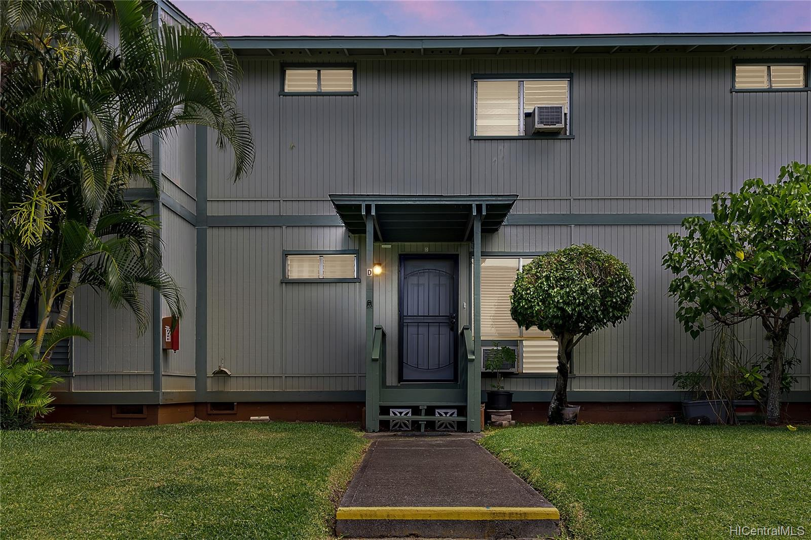 98-1438 Kaahumanu Street townhouse # D, Pearl City, Hawaii - photo 1 of 14