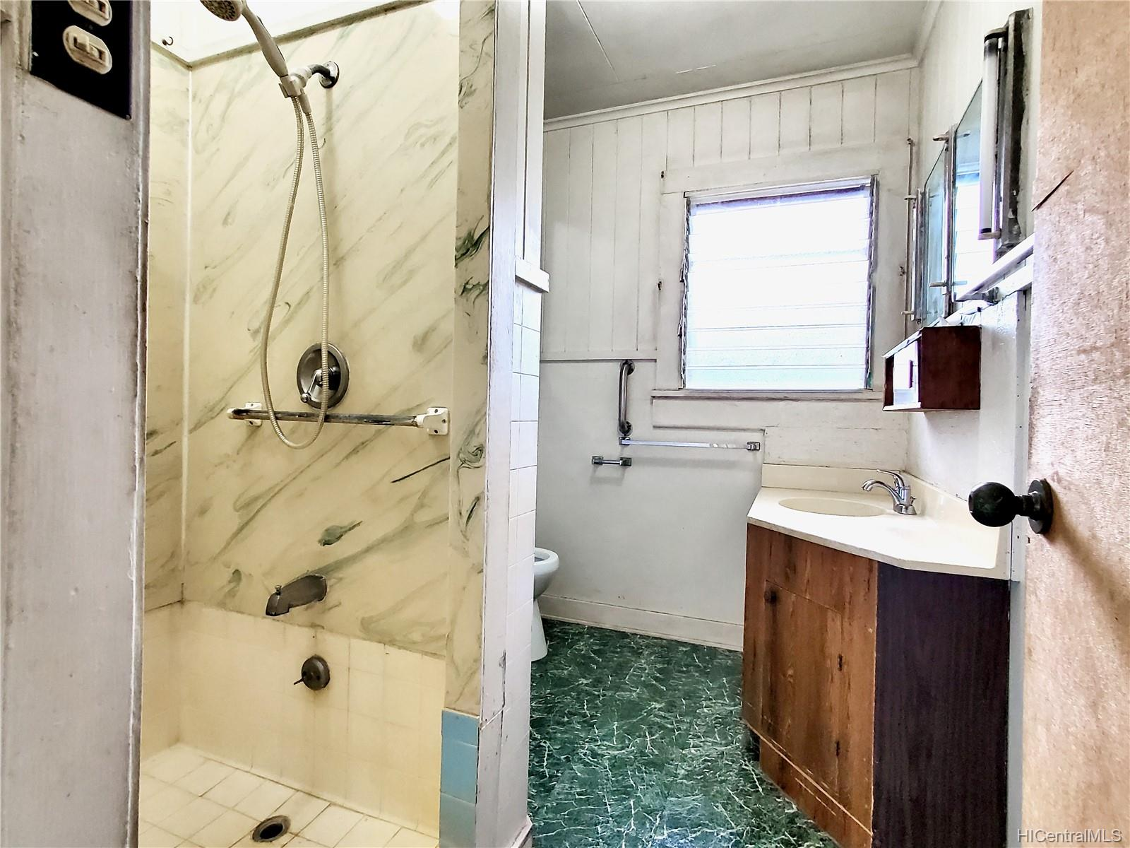 98-147  Honomanu Street Aiea Area, PearlCity home - photo 14 of 25