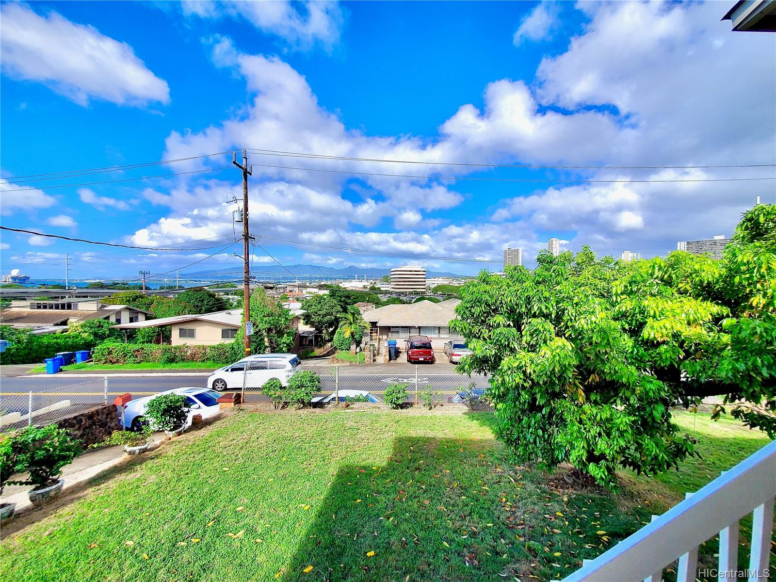 98-147  Honomanu Street Aiea Area, PearlCity home - photo 4 of 25