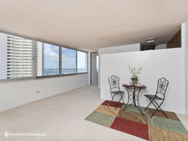 Pearlridge Square condo #1602, Aiea, Hawaii - photo 1 of 10