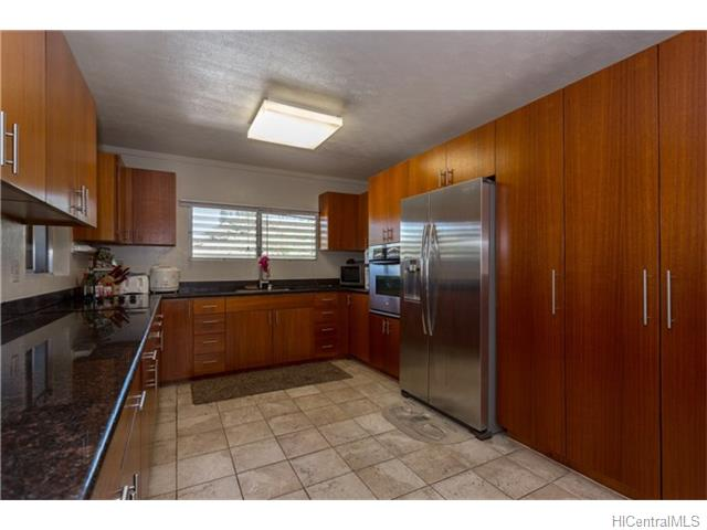 98-331  Ponohale St Waimalu, Aiea home - photo 1 of 17