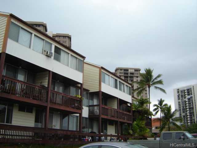 Bougainville condo #212, Aiea, Hawaii - photo 1 of 10