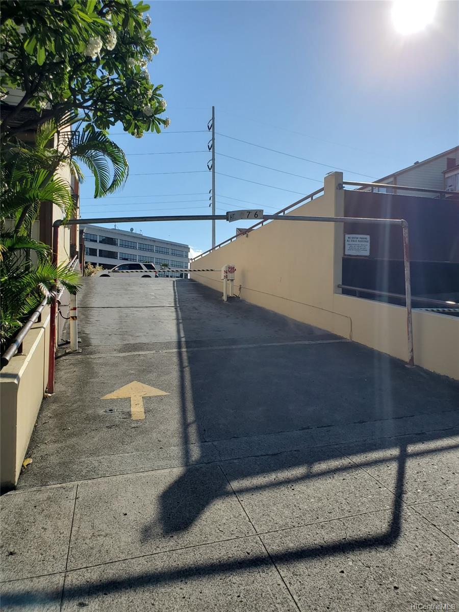 98-360 Koauka Loop townhouse # 222, Aiea, Hawaii - photo 3 of 15