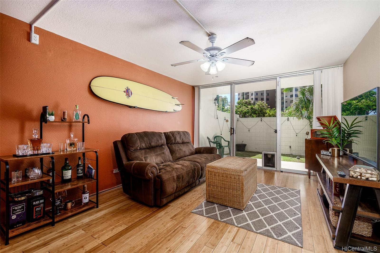 Pearl 2 condo # 1K, Aiea, Hawaii - photo 1 of 23
