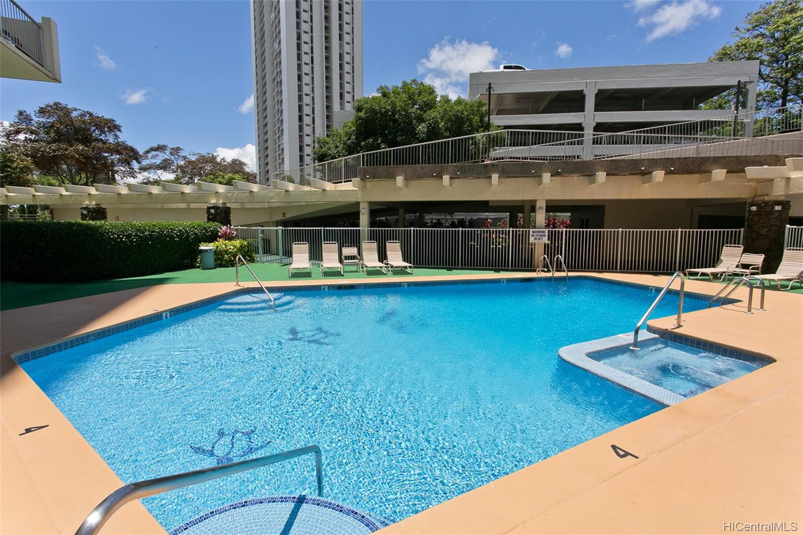 Highlander condo # 1908, Aiea, Hawaii - photo 10 of 11
