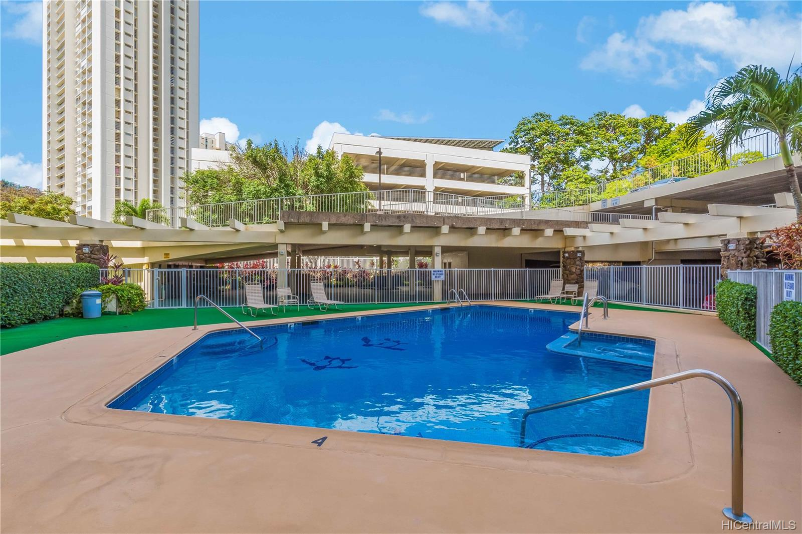 Highlander condo # 410, Aiea, Hawaii - photo 19 of 25