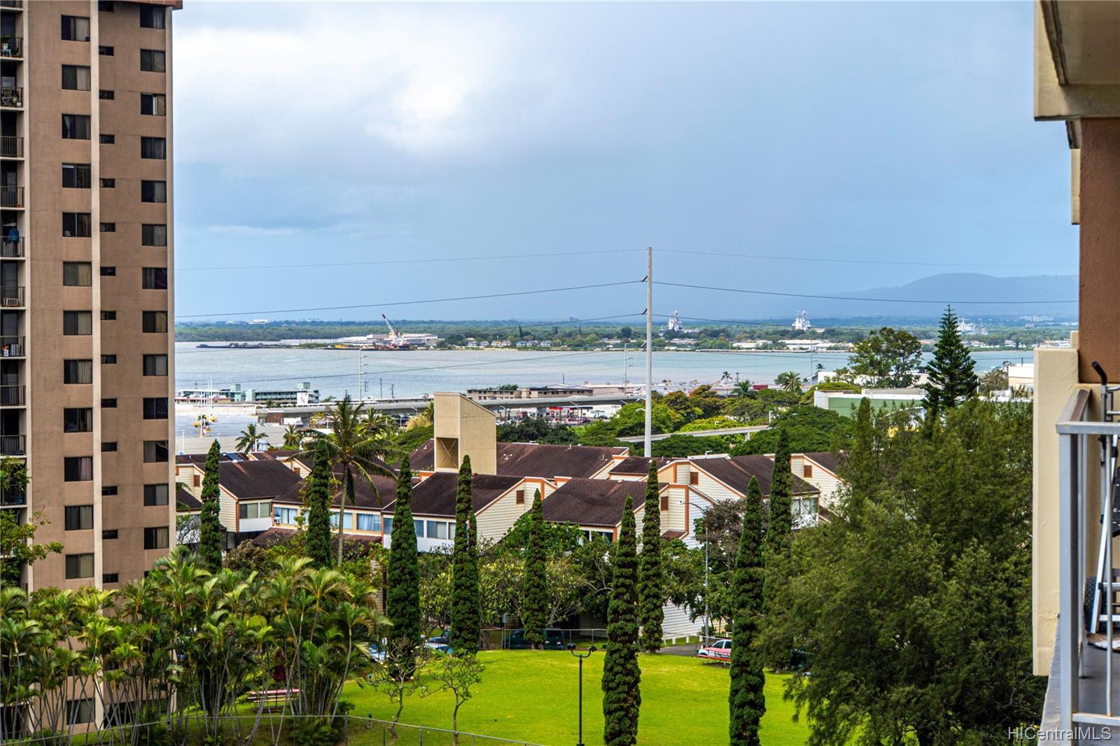 Highlander condo # 709, Aiea, Hawaii - photo 7 of 19