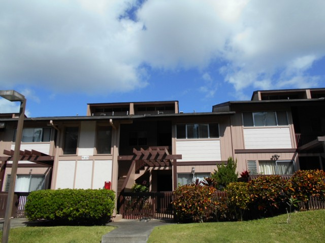 Newtown Meadows condo #3F2, Aiea, Hawaii - photo 1 of 15
