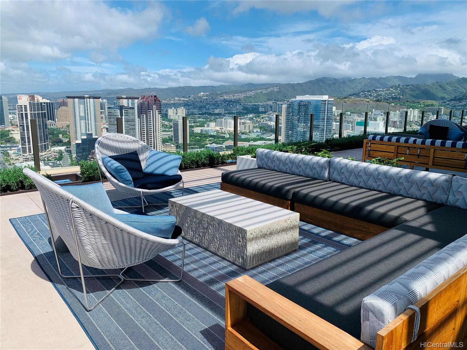 987 Queen Street Honolulu - Rental - photo 17 of 25