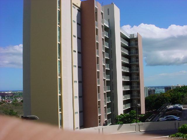 Colonnade On Greens condo #5-802, Aiea, Hawaii - photo 1 of 9