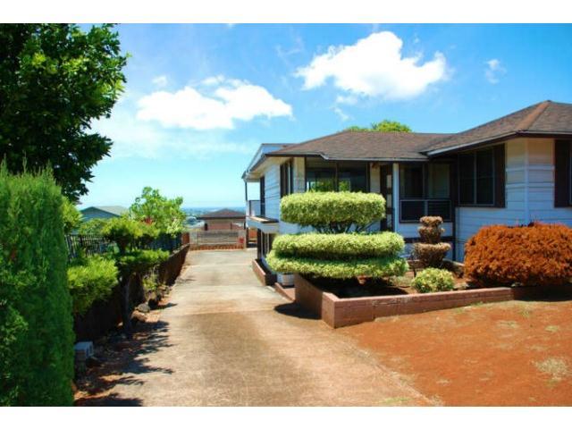 99-030 Pooholua Dr Aiea Heights, Aiea home - photo 1 of 25