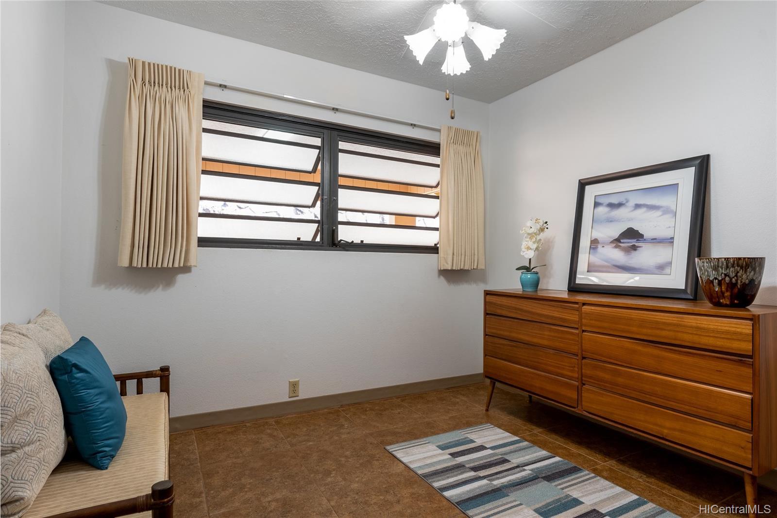 99-570  Hoio Street Aiea Heights, PearlCity home - photo 17 of 25